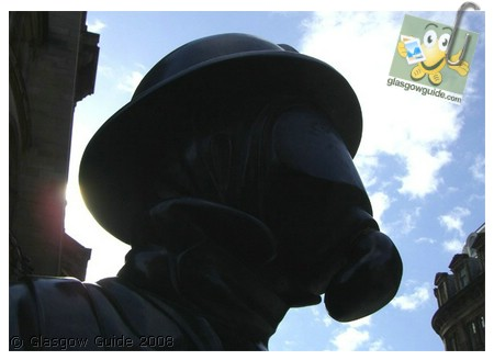 Glasgow City Guide Photographs: GG  911 remembrance at firefighter statue.jpg  31 December 2008 18:42