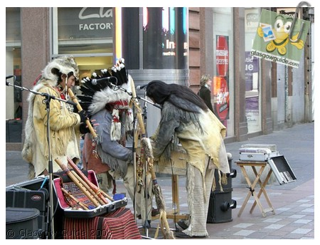 Glasgow City Guide Photographs: GG  Indian musicians perform in Argyle Street.jpg  31 December 2008 18:42