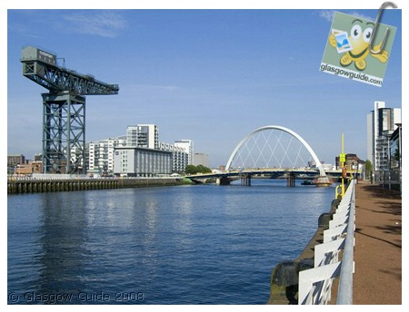 Glasgow City Guide Photographs: GG  Squinty Bridge breaks just after opening.jpg  31 December 2008 18:43