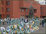 Glasgow City Guide Photographs: Jimmy Johnstone Funeral  Celtic Park 09.jpg  30 April 2006 12:24