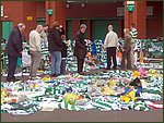 Glasgow City Guide Photographs: Jimmy Johnstone Funeral  Celtic Park 10.jpg  30 April 2006 12:27