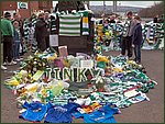 Glasgow City Guide Photographs: Jimmy Johnstone Funeral  Celtic Park 16.jpg  30 April 2006 12:29