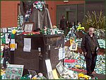 Glasgow City Guide Photographs: Jimmy Johnstone Funeral  Celtic Park 18.jpg  30 April 2006 12:31