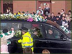 Glasgow City Guide Photographs: Jimmy Johnstone Funeral  London Road 06.jpg  30 April 2006 12:11
